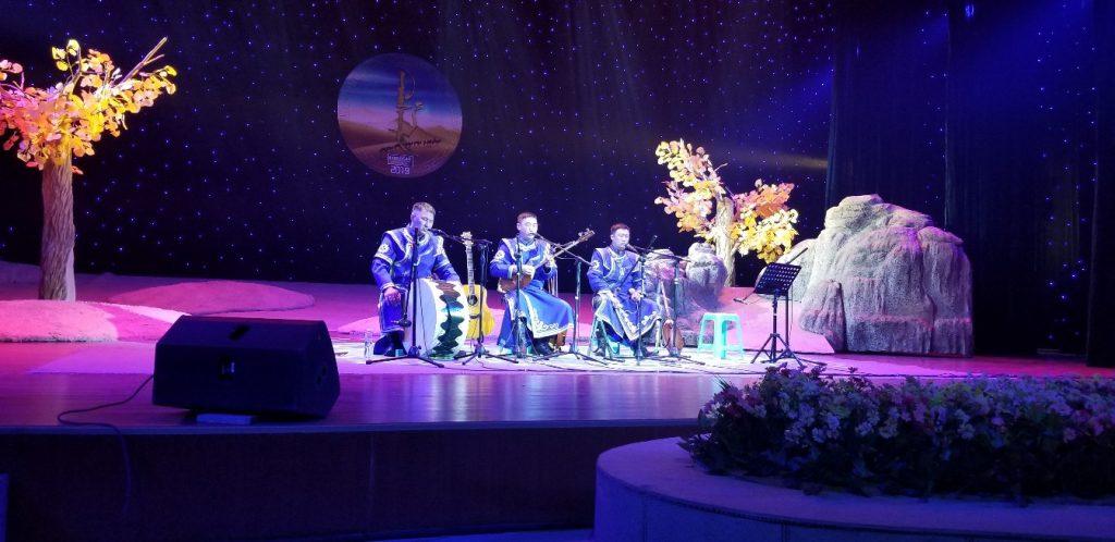 Набор на обучение алтайскому горловому пению и игре на национальных инструментах